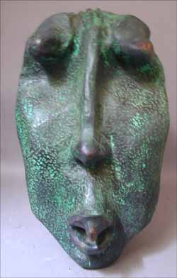 "LS9303 Lucas SITHOLE ""Head in green"" (""a large head""), 1993 - Wood with copper oxide patina - 057x029x039 cm"